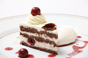 黒い森のケーキ (シュヴァルツヴェルダー・キルシュトルテ)